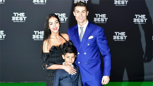 Chị và cháu trai vô tình hé lộ Ronaldo đúng là có con sinh đôi - Ảnh 3.