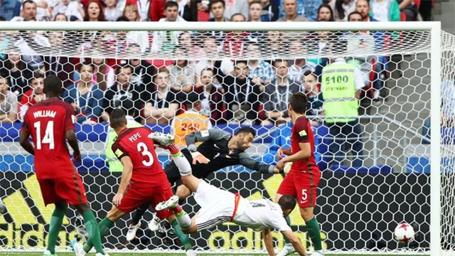 Mexico gỡ hòa 2-2 ở phút cuối cùng của trận đấu