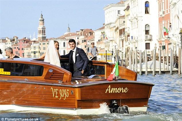 Morata đi thuyền trong lễ cưới đẹp như cổ tích ở Venice - Ảnh 2.