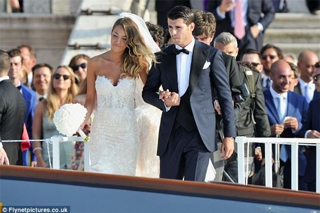 Morata đi thuyền trong lễ cưới đẹp như cổ tích ở Venice - Ảnh 5.