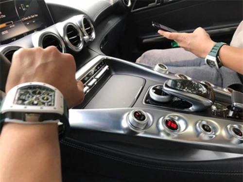 Anh em ghen tị Cường Đôla vì loạt đồng hồ đắt đỏ hơn cả siêu xe - 6