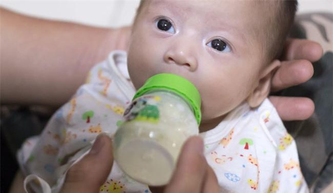 Liên tục cho con ăn sữa thực vật, cha mẹ hại chết đứa con mới được 7 tháng tuổi - Ảnh 2.