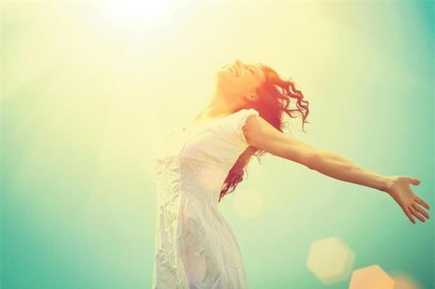 Ngủ dậy sớm được chứng minh khiến tinh thần sảng khoái và có được nhiều cảm xúc tích cực.
