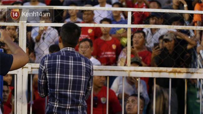Đội nhà đá quá dở, Công Vinh xuống tận sân xin lỗi khán giả - Ảnh 5.