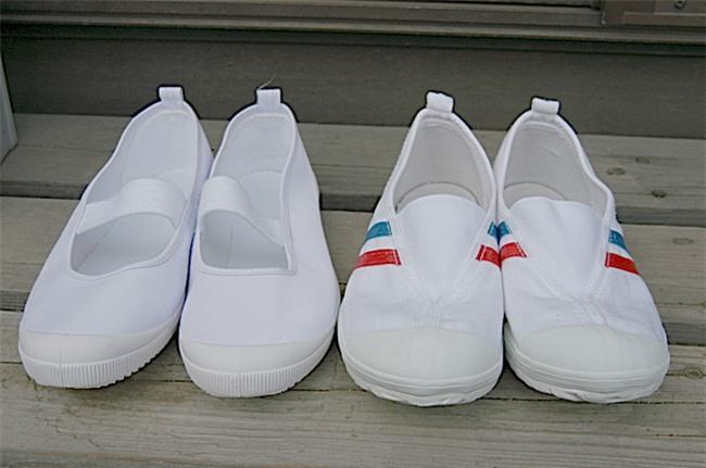 """Đúng là mẹ Nhật: con hay mang giày ngược, mẹ """"xuất chiêu"""" giúp con phân biệt được giày trái, giày phải - Ảnh 2."""