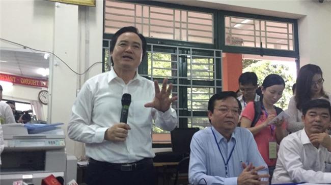 Bộ trưởng Phùng Xuân Nhạ thị sát công tác chuẩn bị thi  - ảnh 1