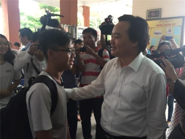 Bộ trưởng Phùng Xuân Nhạ thị sát công tác chuẩn bị thi  - ảnh 2