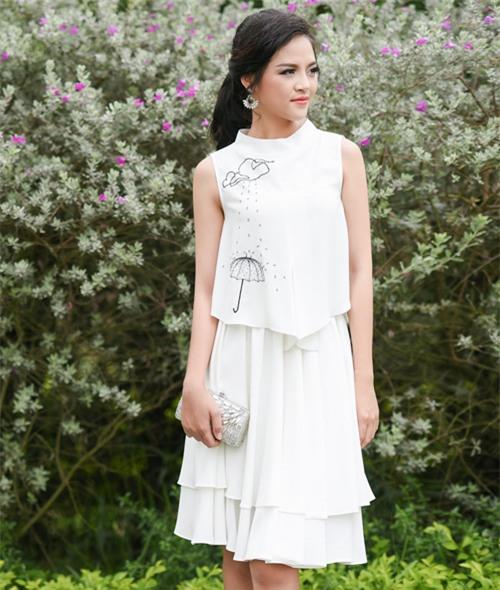 Diễn viên Thu Quỳnh cũng đắt show dự sự kiện và chụp hình thời trang không kém NSND Lan Hương, Bảo Thanh.