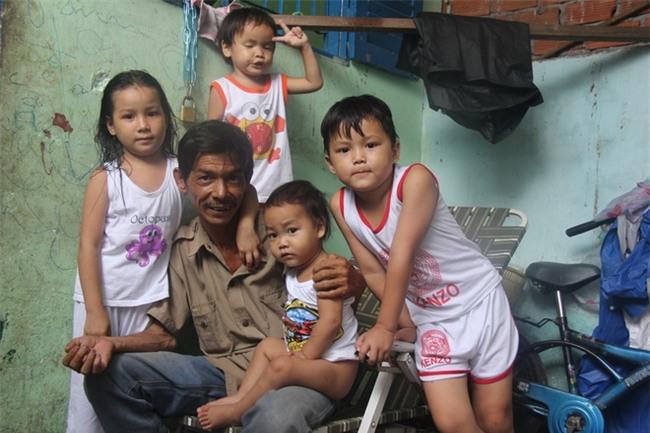 Ông ngoại của 6 đứa trẻ bị nhốt trong nhà, trần truồng gào khóc dưới mưa: Tôi không dám nhận tiền giúp đỡ của ai - Ảnh 21.