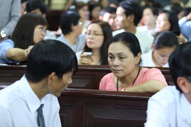 Mẹ hoa hậu Phương Nga nói về người phụ nữ bí ẩn: Tôi muốn cô ấy khai việc dẫn dắt tôi để chạy án - Ảnh 2.