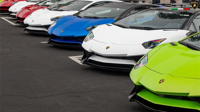 12 chiếc siêu xe hàng hiếm Lamborghini Aventador SV đủ màu sắc xuất hiện tại Mỹ - Ảnh 3.