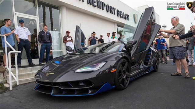12 chiếc siêu xe hàng hiếm Lamborghini Aventador SV đủ màu sắc xuất hiện tại Mỹ - Ảnh 8.