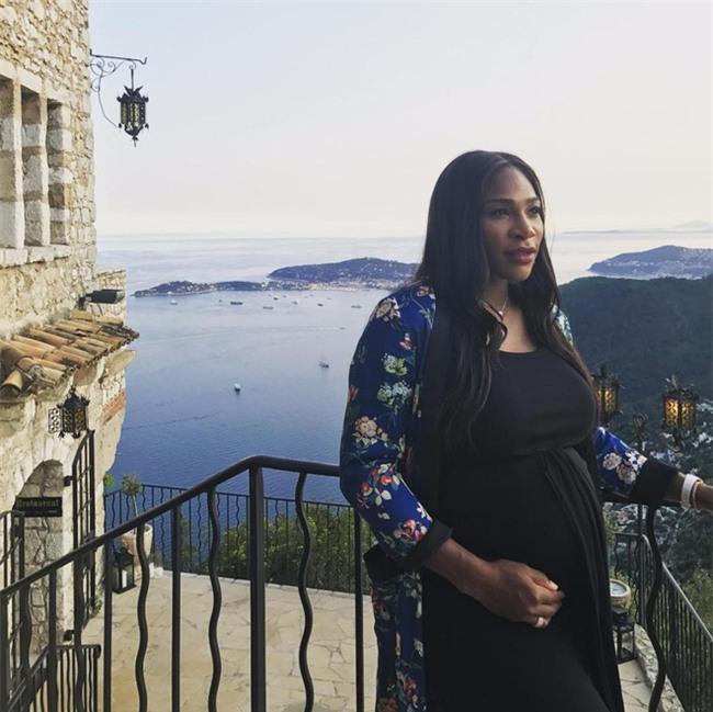 Bà bầu Serena Williams khỏa thân trên bìa tạp chí - Ảnh 2.