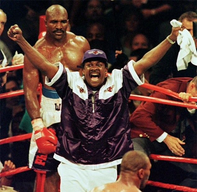 Tron 20 nam khoanh khac kinh di Mike Tyson can tai Holyfield hinh anh 10
