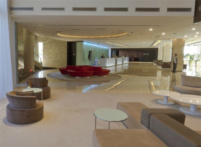 Khám phá bên trong tổ hợp khách sạn hoành tráng, nơi diễn ra tiệc cưới của Messi và Antonella - Ảnh 5.
