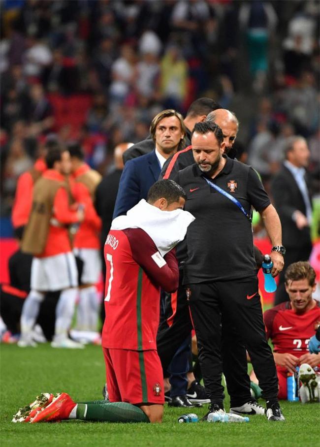Ronaldo bất lực nhìn đồng đội liên tiếp sút hỏng penalty - Ảnh 8.