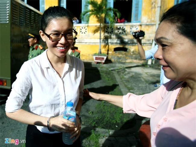 Hoa hau Phuong Nga: 'Bi cao thue ve si vi bi anh My uy hiep nhieu lan' hinh anh 6