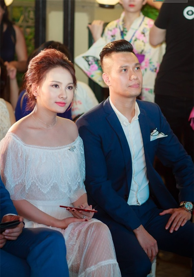 """Ảnh hậu trường của Bảo Thanh, Việt Anh gây nghi ngại """"phim giả tình thật"""" - 6"""
