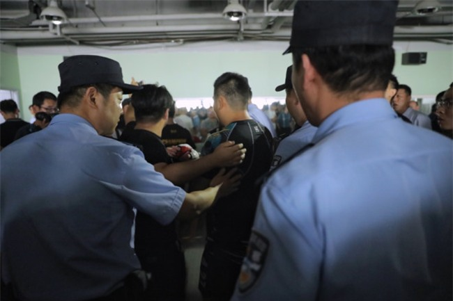 Cuồng nhân Từ Hiểu Đông rời Thượng Hải, tố bị Chưởng môn Thái cực gài bẫy - Ảnh 1.
