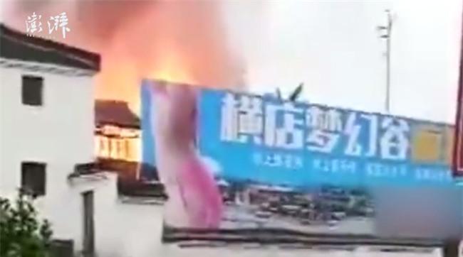 Chuyện thật như đùa: Cháy nhà ở trường quay Hoành Điếm, người dân tưởng đang quay phim nên chẳng ai thèm báo cảnh sát - Ảnh 7.