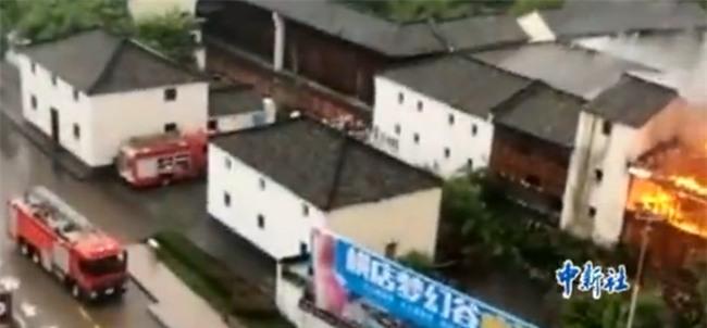 Chuyện thật như đùa: Cháy nhà ở trường quay Hoành Điếm, người dân tưởng đang quay phim nên chẳng ai thèm báo cảnh sát - Ảnh 8.