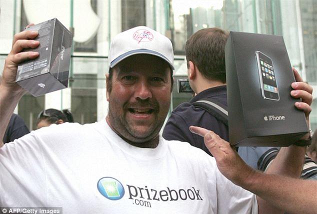 Đây là người đầu tiên mua được iPhone đời đầu trong lịch sử, câu chuyện đằng sau chắc chắn sẽ làm bạn bật cười - Ảnh 3.