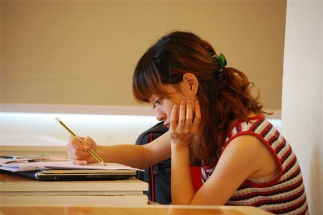Chăm chỉ học hành mà vẫn không tiến bộ? Ngừng chán nản, bạn hãy thay đổi ngay 5 điều sau - Ảnh 1.