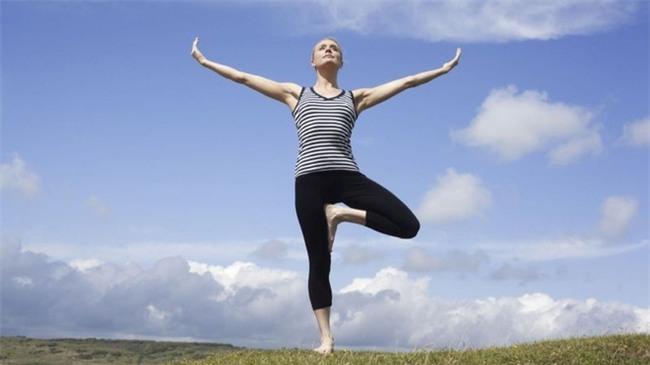 Một phút đứng 1 chân mỗi ngày, tác động kỳ diệu đến sức khỏe thế nào? - Ảnh 3.