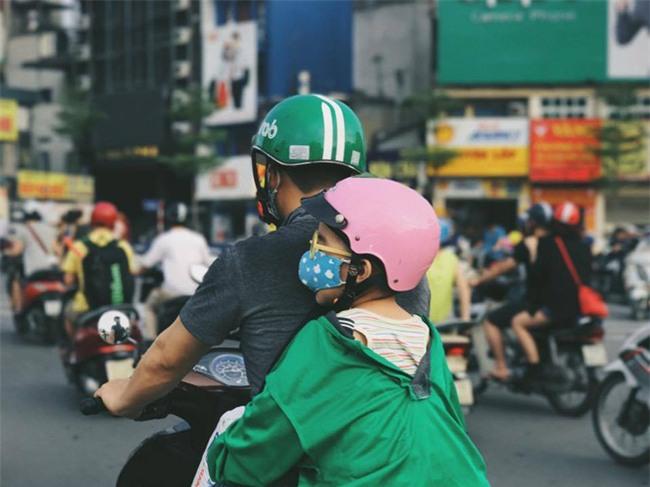 Khoảnh khắc trên phố Hà Nội khiến người ta vừa thương vừa giận - Ảnh 3.