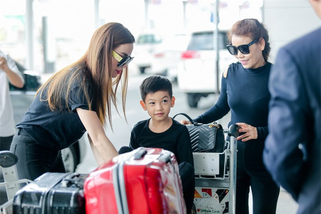 Hồ Ngọc Hà âu yếm Subeo, cùng cả gia đình đi lưu diễn tại Mỹ - Ảnh 3.