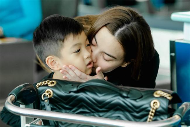 Hồ Ngọc Hà âu yếm Subeo, cùng cả gia đình đi lưu diễn tại Mỹ - Ảnh 6.