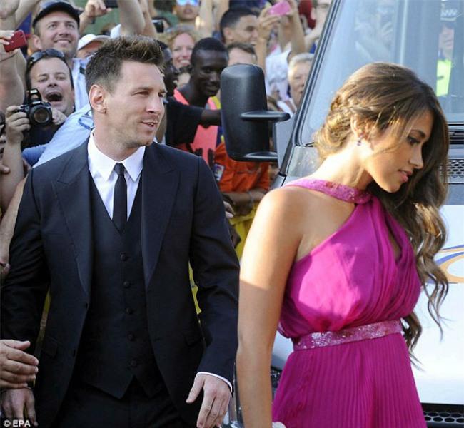 Đám cưới Messi: Khách mời đánh bạc, vợ bạn hát góp vui - 1