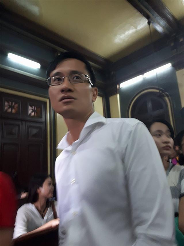dai gia cao toan my phan ung the nao khi truong ho phuong nga duoc tai ngoai? - 1