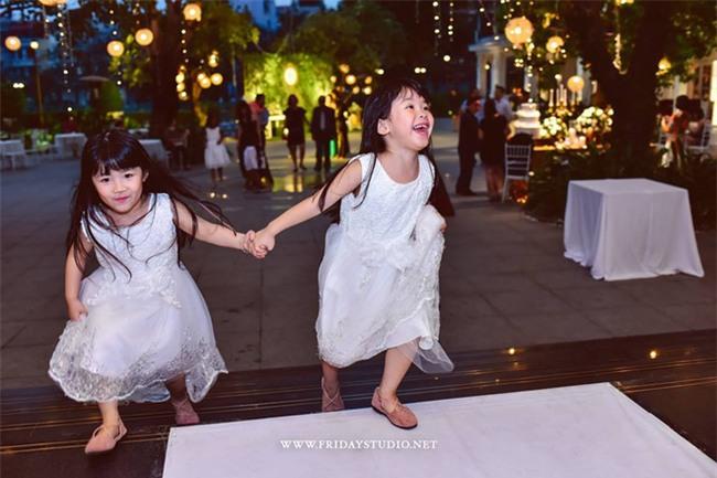 Miu - cô bé siêu ngoại ngữ của Biệt tài tí hon thu hút nghìn like trong clip hát tiếng Anh cùng em gái - Ảnh 3.