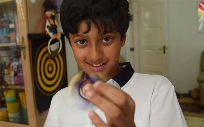 Thần đồng 11 tuổi có IQ hiếm gặp, cao hơn thiên tài Albert Einstein - 1