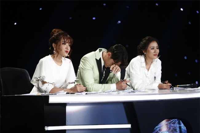 Ai cũng ngỡ ngàng trước sự cố hy hữu của Vietnam Idol Kids 2017 - Ảnh 1.
