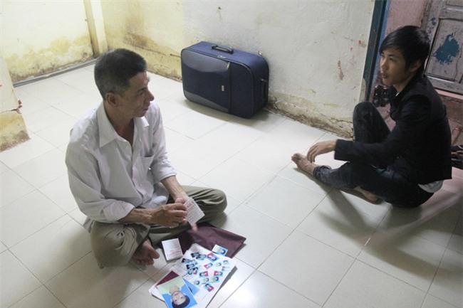 Vụ người cha bán hết đồ đạc để tìm hai con mất tích: Hai bé theo cha mẹ nuôi mới quen về nhà trọ - Ảnh 3.