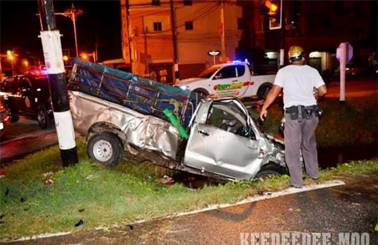 Hai ô tô bán tải tông nhau kinh hoàng tại ngã tư, ít nhất 2 người thiệt mạng - Ảnh 3.