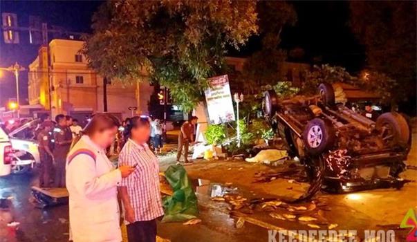 Hai ô tô bán tải tông nhau kinh hoàng tại ngã tư, ít nhất 2 người thiệt mạng - Ảnh 4.