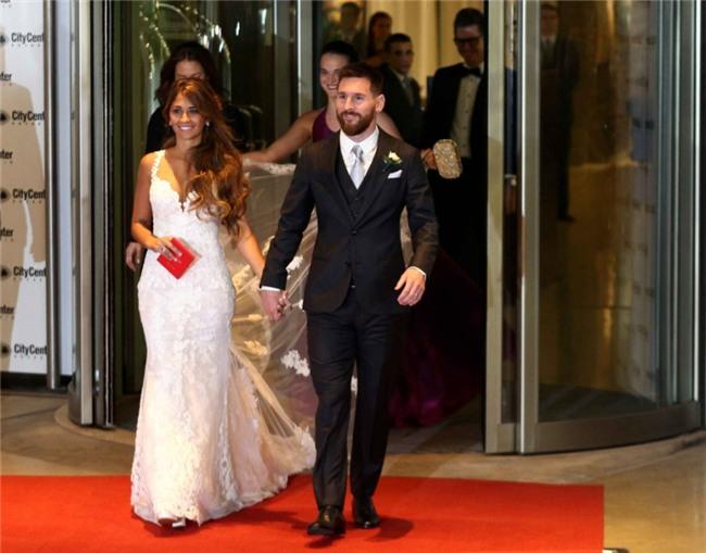 Messi hanh phuc khoa moi Antonella tren tham do hinh anh 1