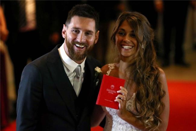 Messi hanh phuc khoa moi Antonella tren tham do hinh anh 4