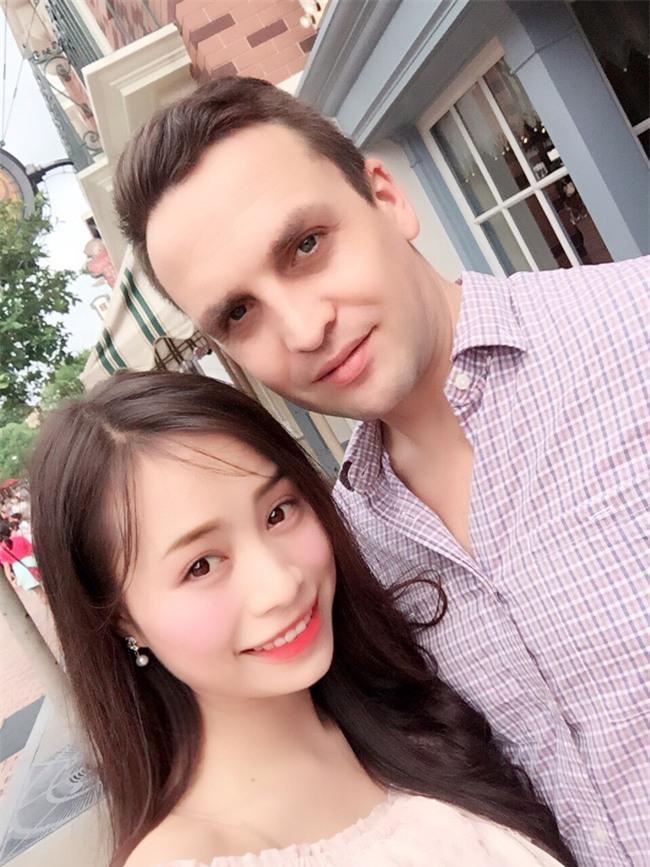 Những cô dâu Việt tốt số khi vừa lấy được chồng Tây đẹp trai vừa được chiều chuộng hết cỡ - Ảnh 10.