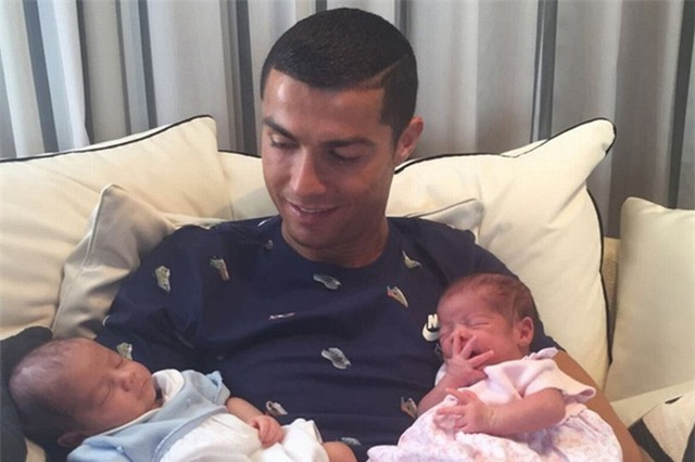 C.Ronaldo đã phải trả 200.000 euro cho người phụ nữ đẻ thuê cặp song sinh