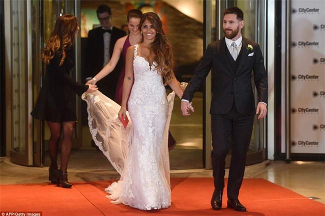 Món quà bất ngờ Messi tặng khiến Antonella không cầm được nước mắt - Ảnh 1.