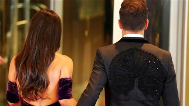 Bồ Fabregas mặc váy khoe ngực đầy trong đám cưới Messi - Ảnh 2.