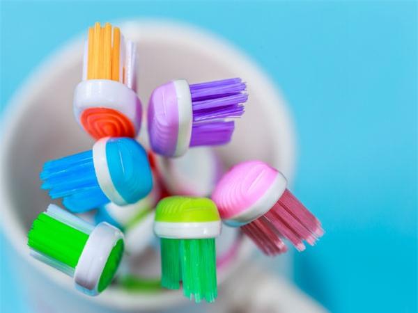 Những lưu ý khi sử dụng bàn chải để bảo vệ sức khỏe răng miệng - Ảnh 1.