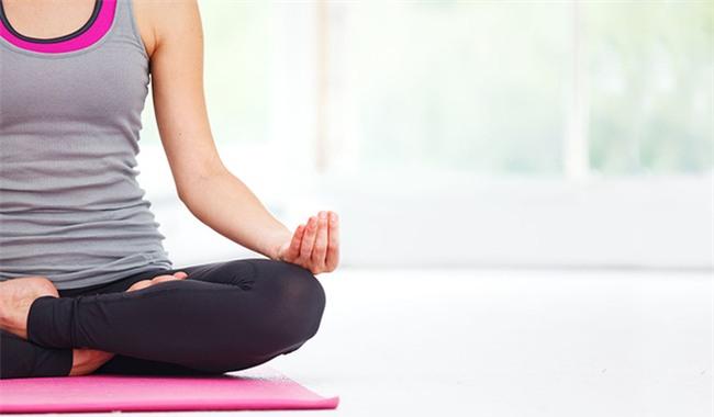 Chóng mặt, nhức đầu bất chợt, hãy thực hiện ngay những bài tập yoga này để tỉnh táo ngay trong chốc lát - Ảnh 2.