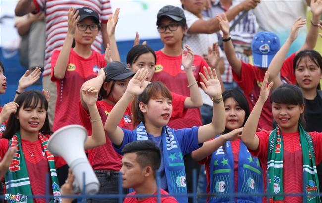 Cong Phuong dan toan doi xin loi khan gia sau tran thua Thanh Hoa hinh anh 1