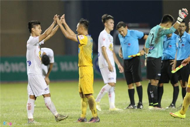 Cong Phuong dan toan doi xin loi khan gia sau tran thua Thanh Hoa hinh anh 2