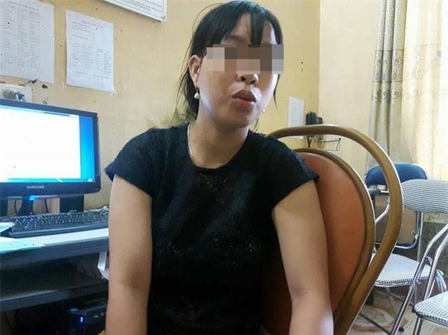 Nhân chứng sợ hãi kể lại giây phút chồng đâm vợ tử vong ở bệnh viện - Ảnh 1.